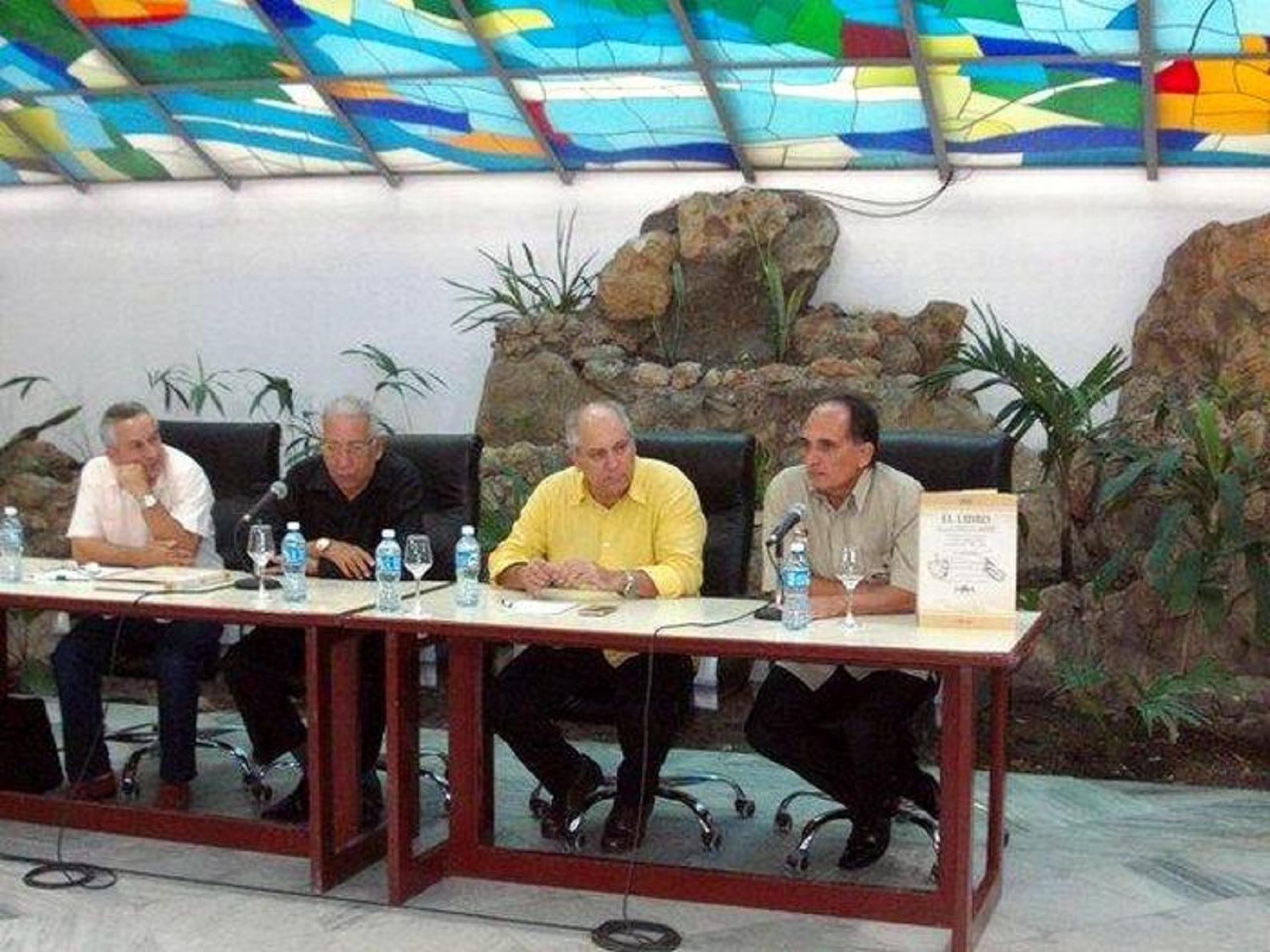 Feria del Libro en Santiago de Cuba / Foto: Sergio Martínez