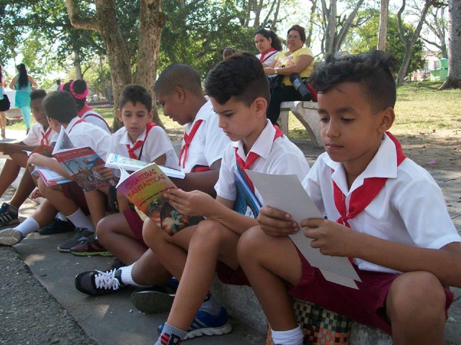 Un libro, cientos de libros, una fiesta / Foto: Yahily Hernández Porto