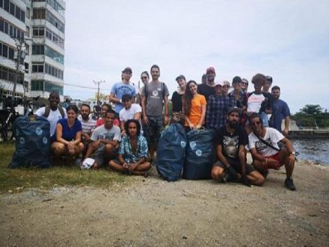 Jóvenes cubanos se suman al nuevo reto viral para salvar al planeta