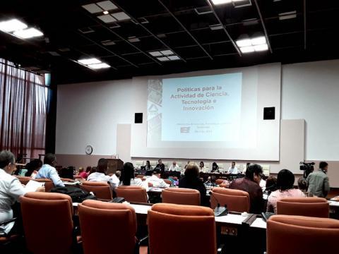 """De las doce estrategias aprobadas y expuestas a los diputados, la ministra detalló las tres que pudieran ser """"útiles para el trabajo que la comisión desarrollará en el futuro"""" (Foto: Jorge Sariol)"""