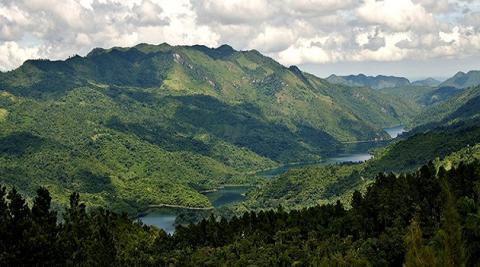 """Especialistas de toda Cuba trabajan en el proyecto denominado """"Un enfoque paisajístico para conservar ecosistemas montañosos amenazados""""./Foto: Tomada de CMHW"""