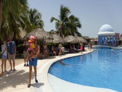 Turistas de Canadá, Reino Unido, Alemania y otras naciones europeas se hospedan en una instalación que genera elevadas ingresos por exportación de servicios turísticos.
